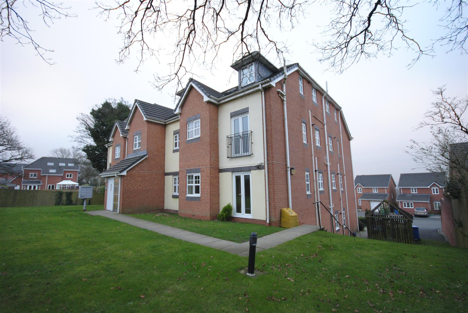 2 Bedrooms Apartment Flat for sale in Beacon View, Standish, Wigan